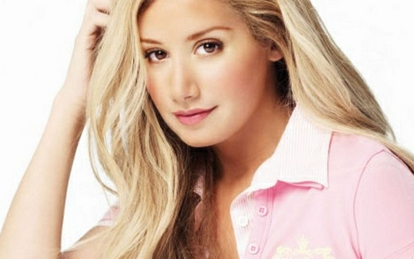 Ashley Tisdale concorrendo ao Top 20 Most Beautiful Inside and Out 2012!