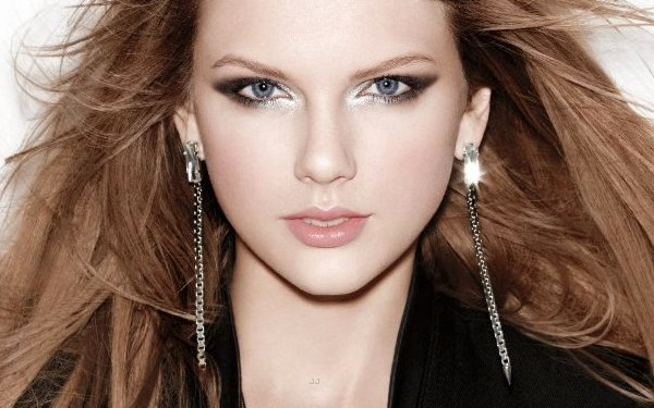 Novas fotos do ensaio de Taylor Swift para CoverGirl + vídeo dos bastidores.