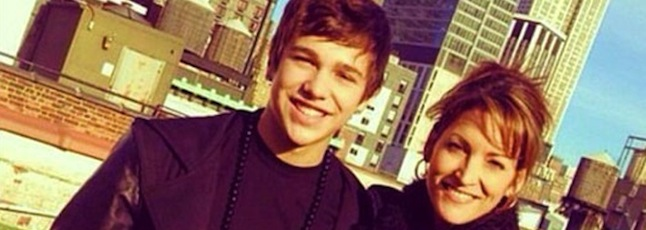 Austin-Mahone-New-York-City-With-Mom