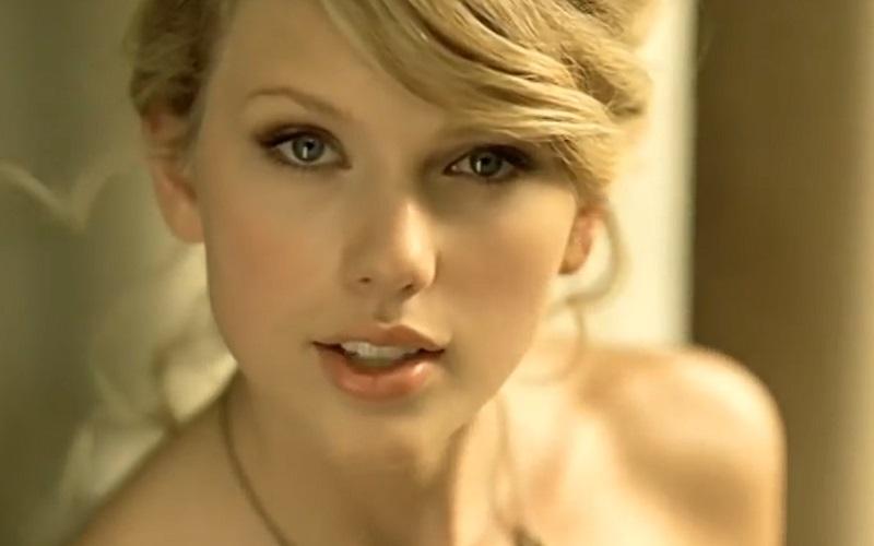 A internet está chocada que os usuários do TikTok juravam que 'Love Story', da Taylor Swift, era atual após virar trend - Febre Teen