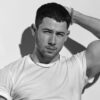 Nick Jonas vai parar no hospital após se machucar em set de gravação, diz site