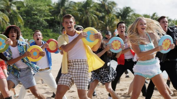 Jordan Fisher surpreende fãs com vídeo raro dos bastidores de 'Teen Beach Movie'