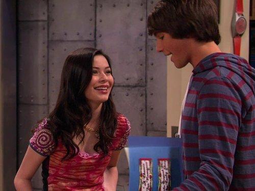 Miranda Crogrove primeiro beijo ICarly