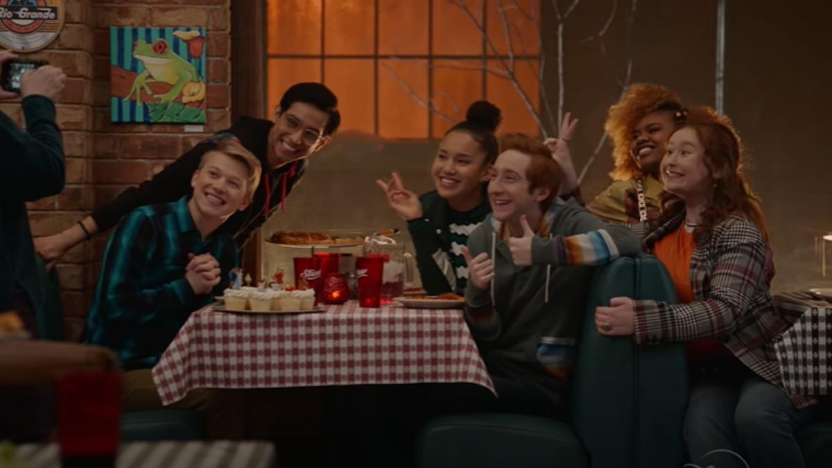 Ator de 'High School Musical: The Series', se assume em vídeo super divertido e fofo