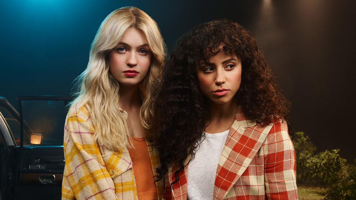 """Kiana Madeira e Olivia Scott Welch falam sobre a representatividade no romance de suas personagens em """"Rua do Medo"""""""