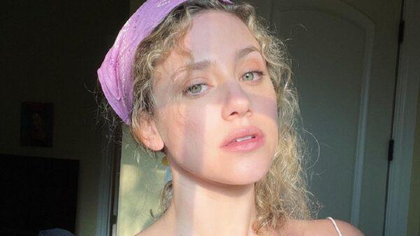 Lili Reinhart rebate acusações de que teria imposto regras bizarras no set de 'Riverdale'