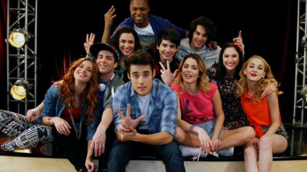 Atriz de 'Violetta' comenta rumores de reunião da série e diz que amaria se fosse no estilo de 'Friends'
