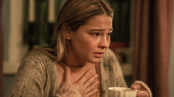 Madelyn Cline dá mega spoiler de 'Outer Banks' em programa de TV e você precisa ver a reação dela quando percebeu