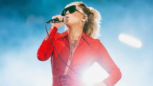 Miley Cyrus posta vídeo cantando '7 Things' no Lollapalooza e você precisa ver isso