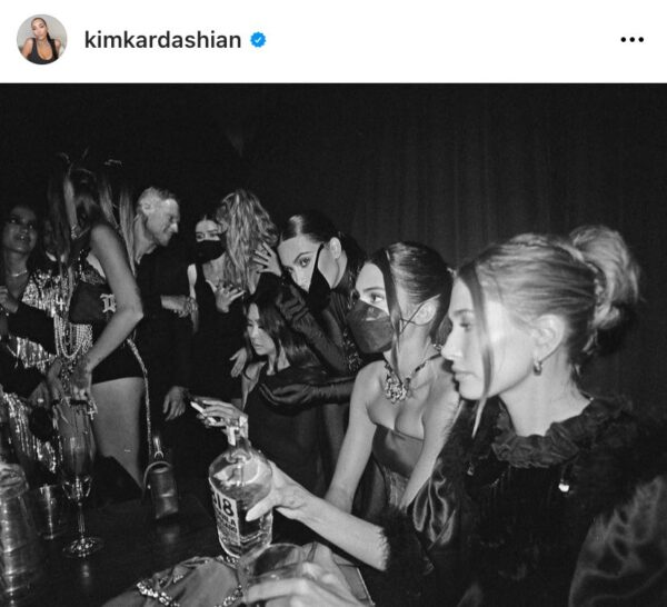 Anitta aparece na foto com Kim Kardashian