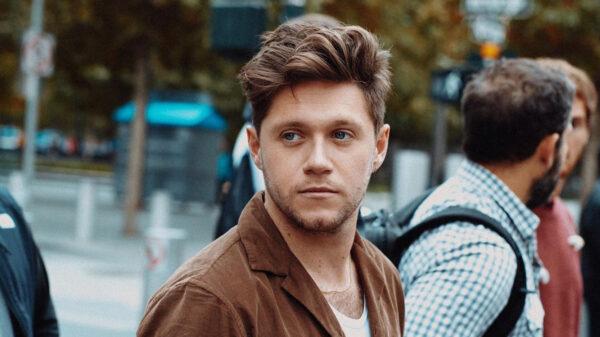Niall Horan aparece em vídeo raro com a namorada; vem ver