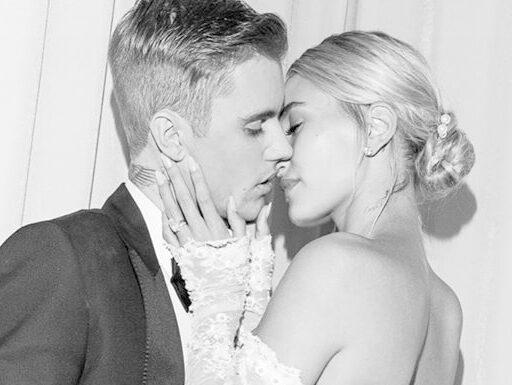 Hailey Bieber fala sobre como lida com hate por estar casada com Justin