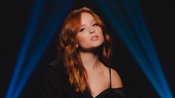 Larissa Manoela está mais ousada do que nunca no clipe de seu novo hino, 'Me Deixa a Milhão'