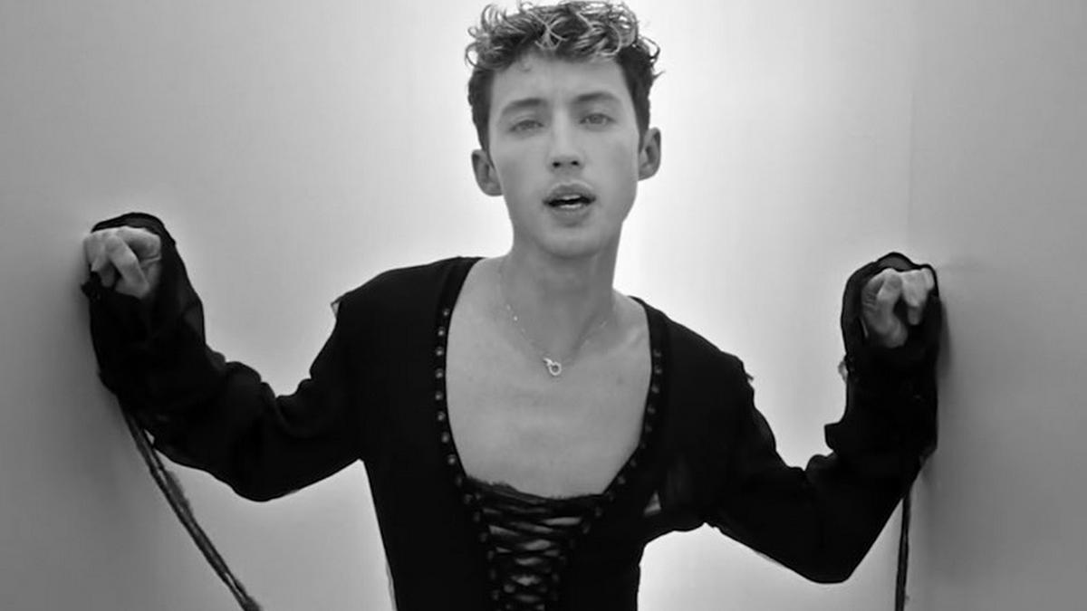 'Angel Baby': Troye Sivan está todo apaixonado em seu novo clipe; assista