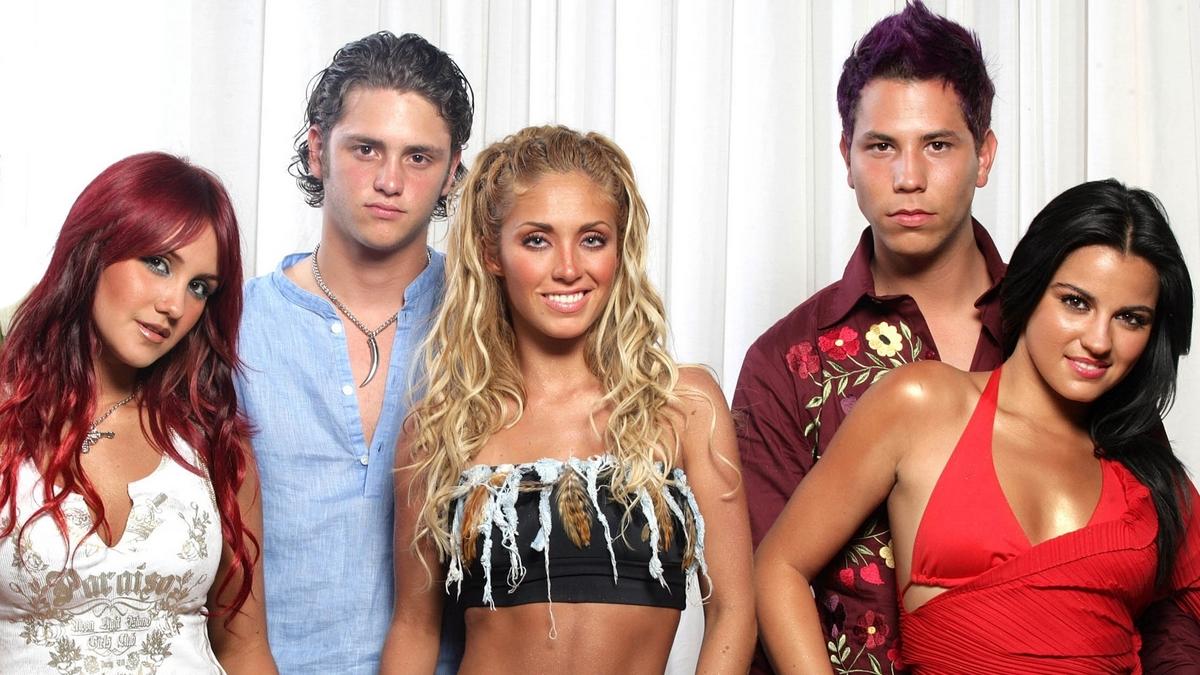 Dulce María é creditada em 'Siempre He Estado Aqui' do RBD e fãs especulam sobre nova versão da música